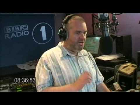 Moyles - mexican waves & DJ cards (Web Streaming Mon 22 Jun 08:34-08:44)