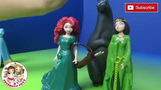 getlinkyoutube.com-Brave Disney Magiclip Story Gif Set with Merida & Mom Queen Elinor Bear Magic Clip Fashion Doll
