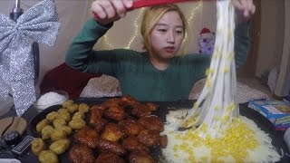 getlinkyoutube.com-Corn Mozzarella Fondue + Chicken | MUKBANG