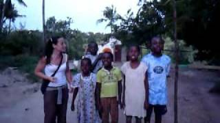 Cantando Macaco en Kenya (Children of Africa)