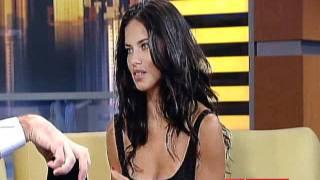 getlinkyoutube.com-Adriana Lima Good day NY interview