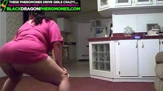 getlinkyoutube.com-Phat latina ass twerking in the kitchen