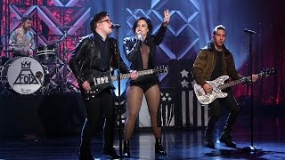 getlinkyoutube.com-Demi Lovato & Fall Out Boy Perform 'Irresistible'