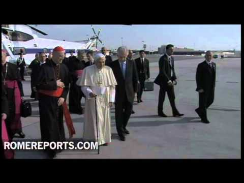 Pope walks with cane at airport before boarding flight to Mexico