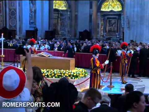 More than 250 000 people have passed by coffin of beatified Pope John Paul II