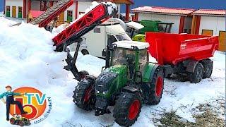 getlinkyoutube.com-BRUDER TOYS RC Traktor Fendt Vario snow transport!