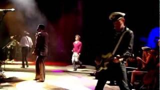 getlinkyoutube.com-Gorillaz - Stylo [Live at Glastonbury 2010] HD