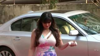 getlinkyoutube.com-ZarineKhan Hot Big Milky Bump Caught