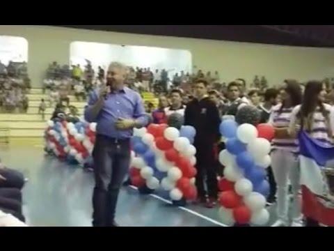 Protesto de professores impede fala do secretário de Esportes Douglas Fabrício