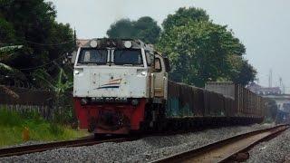 getlinkyoutube.com-Kereta Api Barang Semen dan BBM
