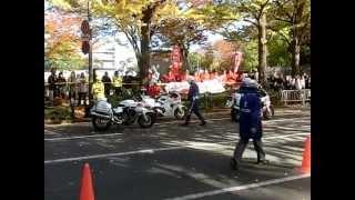 getlinkyoutube.com-押しがけ(白バイ隊員)・・・女子マラソンの交通業務