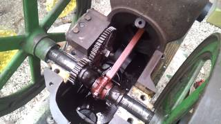 getlinkyoutube.com-JOHN DEERE 1 1/2 HP HIT MISS ENGINE TAKE APART