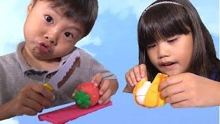 getlinkyoutube.com-2歳の洗い屋さん 汚れが落ちる!包丁セット キッチン おままごと おもちゃ Kitchen Toy