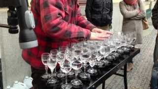 getlinkyoutube.com-Street artist playing Hallelujah with crystal glasses