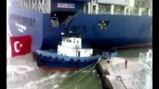 getlinkyoutube.com-Container Ship Crash  Schiffsunfall