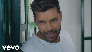 getlinkyoutube.com-Ricky Martin - La Mordidita (Official Video) ft. Yotuel