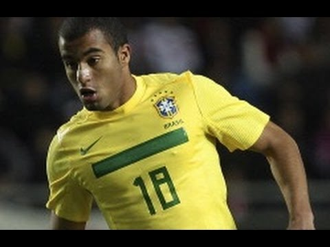 Lucas Moura SKILLS - scores fine goal and wins penalty as Sao Paulo beat Cruzeiro