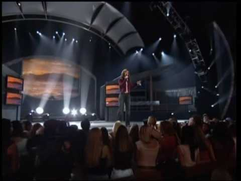 KELLY CLARKSON - WHERE HER SUCCESS TOOK OFF - AI WINNING MOMENT - A MOMENT LIKE THIS