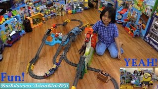 getlinkyoutube.com-Thomas & Friends Trackmaster Trains and Play Sets, Stuart The Minion RC Inflatable and Balls!