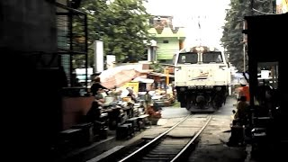 getlinkyoutube.com-Kereta Api Jayabaya melewati Terowongan Pasar Grosir Surabaya