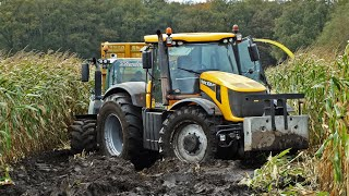 getlinkyoutube.com-John Deere 6850 | JCB Fastrac 8250 Vario | Harvesting mais in the mud | Kroes | NL.