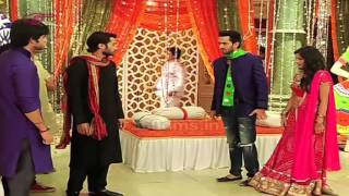 getlinkyoutube.com-Kuch Toh Hai Tere Mere Darmiyaan - Koyal To Play Dandiya With Raj Or Maddy?- 12 October 2015