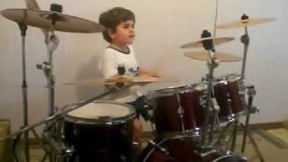 getlinkyoutube.com-criança de 5 anos tocando bateria