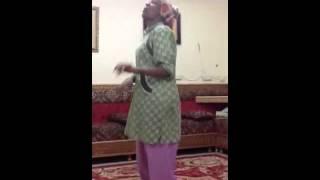 getlinkyoutube.com-شغاله ترقص على اغنية شعلومه لايفوتك