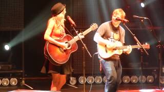 "getlinkyoutube.com-Ed Sheeran and surprise guest Taylor Swift ""Everything Has Changed"" at MSG 11/1- HQ"