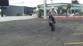 "getlinkyoutube.com-Oitinho No Hands! Alessandro Matos Stunt Rider ""Trakininhas"""