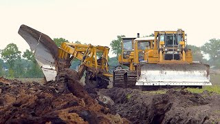 getlinkyoutube.com-World's biggest plow | Deep ploughing | Caterpillar D8H /E /D6R 650HP | Bijker diepploegen