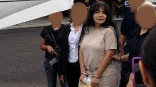 getlinkyoutube.com-La Reina del Pacifico llega al Aeropuerto de la Ciudad de México 20 agosto 2013 Narco Penal Jalisco