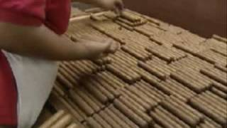 getlinkyoutube.com-Cuban Cigars - the complete process - part 2 of 3
