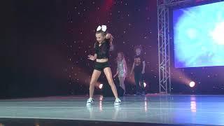 getlinkyoutube.com-Jojo Siwa performs I Can Make You Dance at KAR Live!