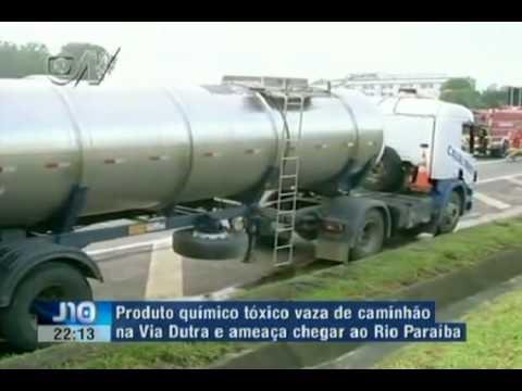 Acidente com caminhão carregado de produto tóxico