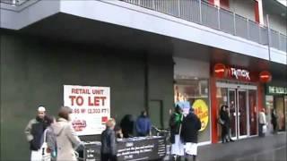 getlinkyoutube.com-Muslim threatens man filming street preaching Islam in England with death.mp4
