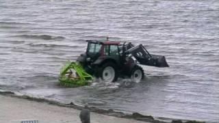 getlinkyoutube.com-Traktor im Meer!