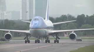 getlinkyoutube.com-OBAMA ARRIVES IN MALAYSIA