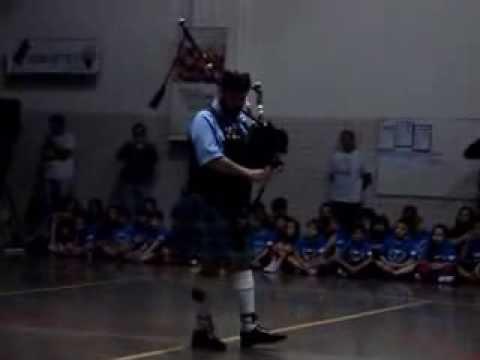Abertura das olimpíadas 2013 do Colégio Asther - Gaita Escocesa