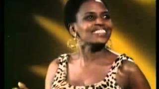 getlinkyoutube.com-Miriam Makeba - Pata Pata (Live 1967)