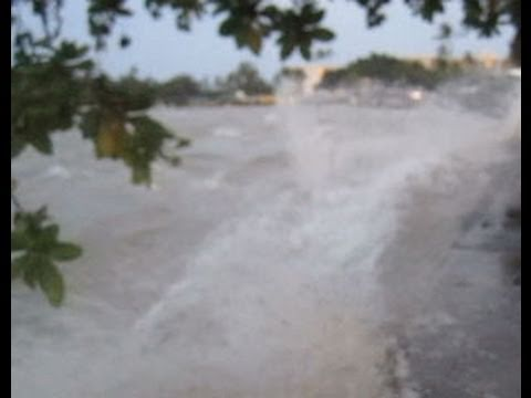 Shocking Footage of the 2011 Tsunami Hitting Hawaii