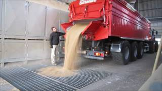getlinkyoutube.com-Grimme Multitrailer 350 transportiert Weizen