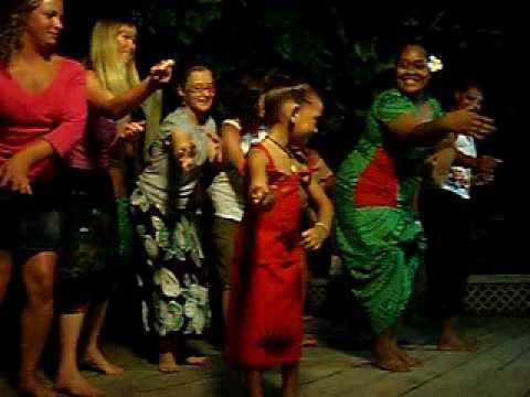 Taufua Beach Fale, Lalomanu, Samoa, Tourist womans dancing