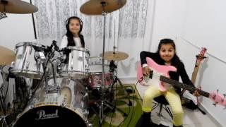getlinkyoutube.com-Eduarda Henklein  -  7 Years   (COVER Drum/Bass)  Pink Floyd - The Wall