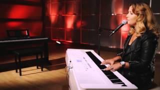 getlinkyoutube.com-Susan Albers plays Yamaha DGX-650
