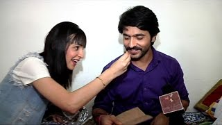 getlinkyoutube.com-Ashish Sharma And Sanaya Irani's Gift Segment
