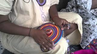 getlinkyoutube.com-Wayuu weaver on Riohacha's First Avenue