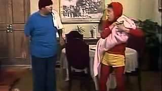 getlinkyoutube.com-CHESPIRITO: El Chapulín Colorado: Bebé de Carne sin Hueso.