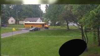 Estudiantes presenciaron una terrible escena mientras viajaban en un autobús escolar
