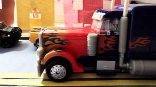 getlinkyoutube.com-Optimus Prime Enters the City (Stop Motion)